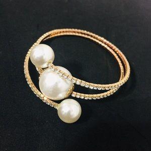 ⭐️Sparkly Faux Pearl Bracelet⭐️